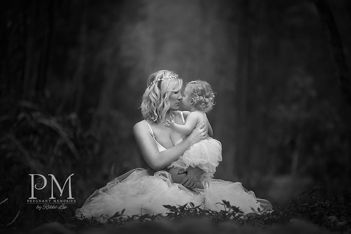 Mother daughter maternity Photo ideas, poses. Pregnant Memories Meg Bitton
